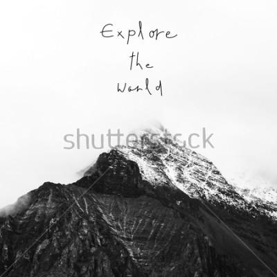 Cuadro Exploratorio el Mundo. Cita inspirada en la montaña de la nieve en la reserva nacional de Yading, condado de Daocheng, provincia de Sichuan, China.