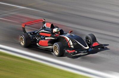 Cuadro F1 carreras de coche de carreras en una pista con el desenfoque de movimiento