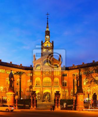 Fachada del Hospital de Sant Pau en la noche. Barcelona