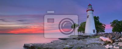 Faro de Marblehead en el lago Erie, Estados Unidos al amanecer