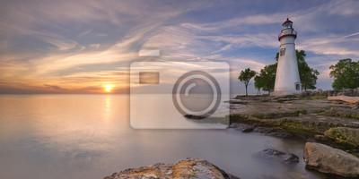 Faro de Marblehead en el lago Erie, los EEUU en la salida del sol