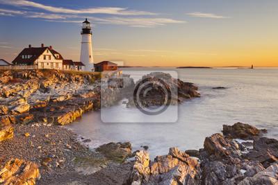 Faro principal de Portland, Maine, los EEUU en la salida del sol