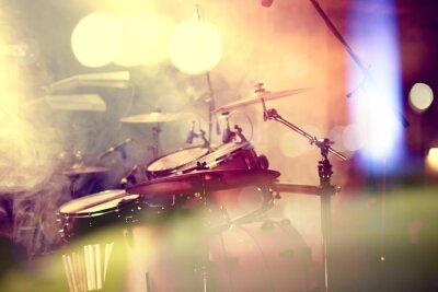 Cuadro Fondo de la Música en vivo. Batería Sobre el escenario.Concierto.