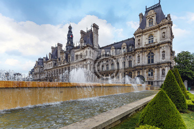 Fuente de agua en frente de la ciudad de París, París, Francia