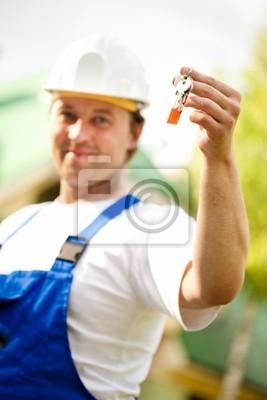 gerente constructor entrega la casa