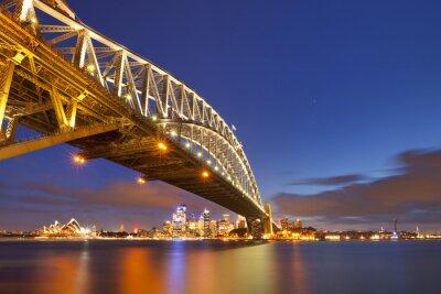 Harbour Bridge y el horizonte de Sydney, Australia en la noche