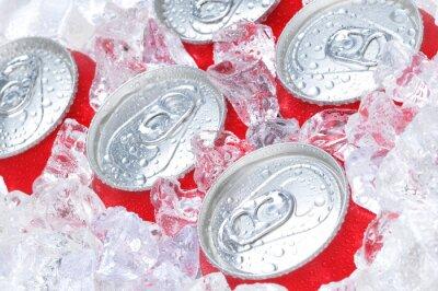 Cuadro Hasta cerca de latas de soda en hielo