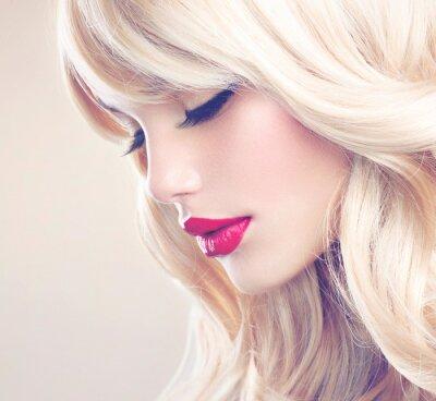 Cuadro Hermosa chica rubia con saludable largo Cabello ondulado. Pelo blanco