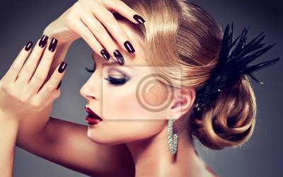 Hermosa Modelo Con Maquillaje De La Manera Pinturas Para La Pared