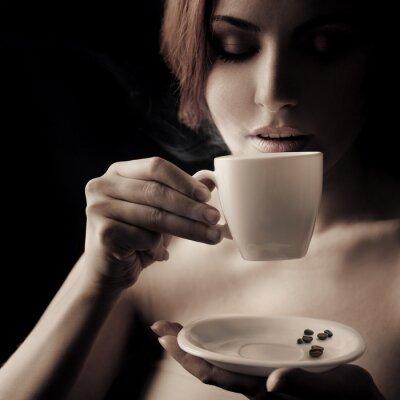 Cuadro Hermosa Mujer de tomar café. Espacio para el texto