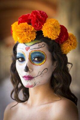 Hermosa Mujer Mexicana Con Vestido De Novia Y Maquillaje