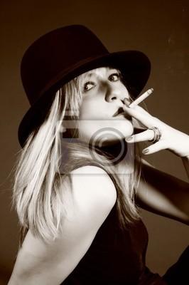 Hermosa rubia mujer con sombrero. moda de arte foto pinturas