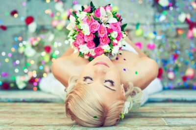 Cuadro Hermosa rubia novia con un ramo de flores