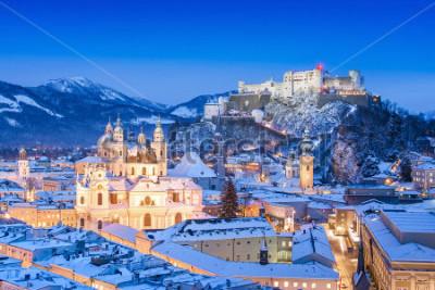 Cuadro Hermosa vista de la ciudad histórica de Salzburgo con Festung Hohensalzburg en invierno, Salzburgo, Austria