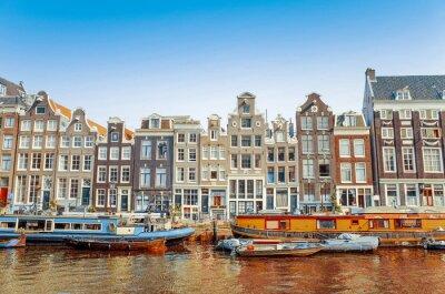 Cuadro Hermosa vista de los canales de Amsterdam con el puente y típico holandés
