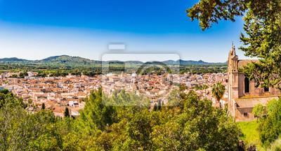 Hermosa vista panorámica del casco antiguo de Arta en la isla de Mallorca España
