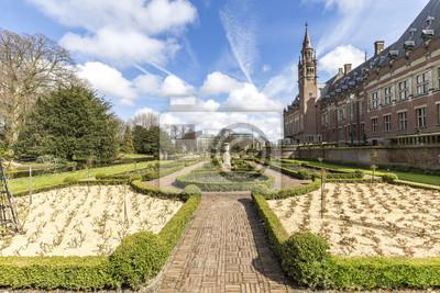Hermoso jardín del palacio de la paz o Vredespaleis en holandés Todo lo que se encuentra en La Haya, Países Bajos