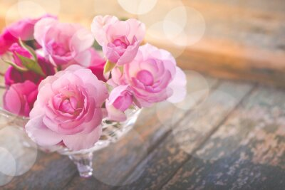 Cuadro Hermoso ramo de flores de rosa en madera vieja degradado