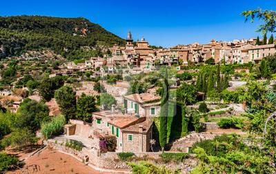 Hermoso y antiguo pueblo mediterráneo Valldemossa Mallorca España