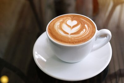 Cuadro hot latte coffee put on table in cafe restaurant, drink breakfast in the morning day