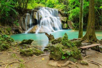 Cuadro Huai Mae Khamin cascada en la provincia de Kanchanaburi, Tailandia.