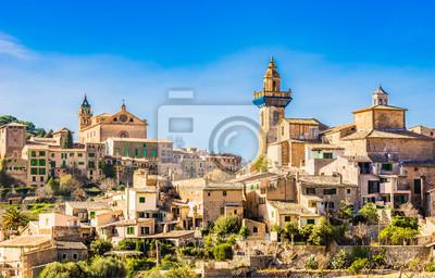 Idílica vista de un antiguo pueblo español