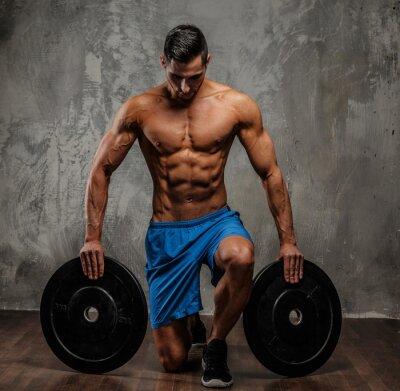 Cuadro Individuo muscular en pantalones cortos azules