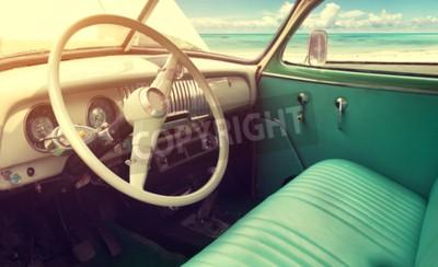 Cuadro Interior del coche clásico de la vendimia -parked costero en verano