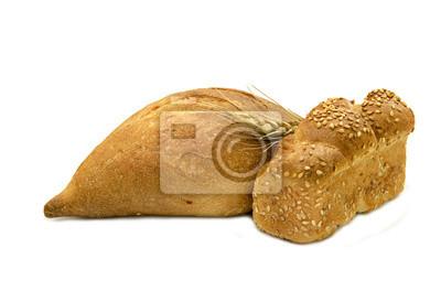 Jalá y pan gris para el Shabat, aislado en blanco