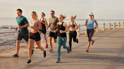 Cuadro Jóvenes corriendo por el paseo marítimo de playa