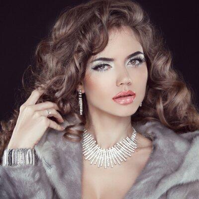 Cuadro Joyería y moda elegante dama. Mujer hermosa que desgasta en Lux