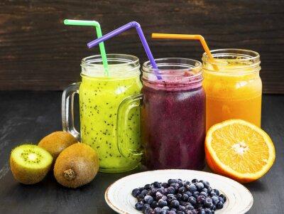 Cuadro Jugos saludables bebidas con kiwi, arándanos y naranja