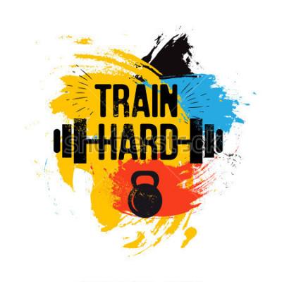 Cuadro Kettlebell negro y barra sobre fondo de pincel colorido con frase inspiradora - entrenar duro. Cita deportiva de fitness. Ilustración del vector para el club de culturismo, camiseta, cartel