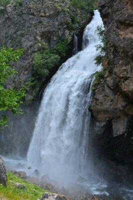 Cuadro La cascada sigue de alto precipicio
