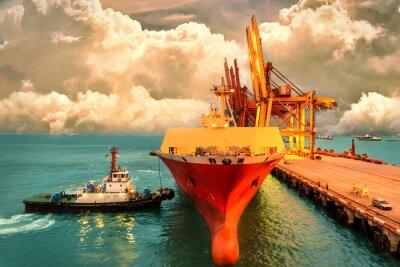 Cuadro La logística y el transporte del buque de carga internacional del envase con los puertos cranean el puente en el cielo del puerto y de la tarde para la industria logística del fondo y de la exportació