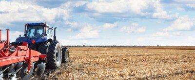 Cuadro La maquinaria agrícola trabaja en el campo