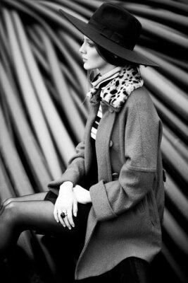 Cuadro la mujer de moda en blanco y negro