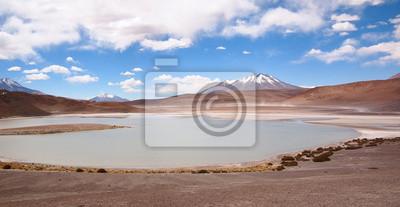 Laguna en el altiplano de Bolivia