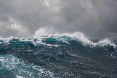 Cuadro las olas del mar durante la tormenta en el Océano Atlántico