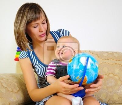 Mamá e hijo se divierten juntos