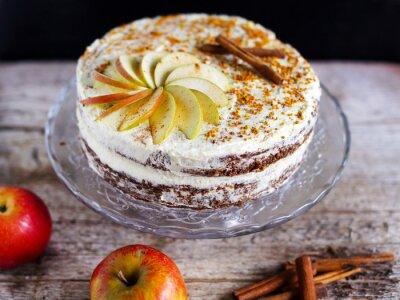 Cuadro Manzana canela pastel de capas con glaseado de crema de mantequilla y el polen de abeja