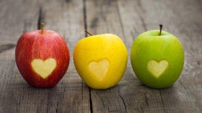 Cuadro Manzanas con los corazones grabados