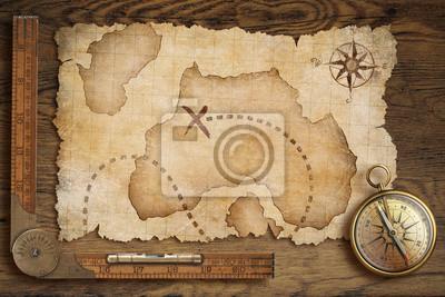 Cuadro mapa del tesoro de edad, regla y compás antiguo bronce en mesa de madera