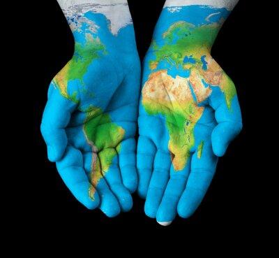 Cuadro Mapa pintado en las manos mostrando concepto - el mundo en nuestras manos