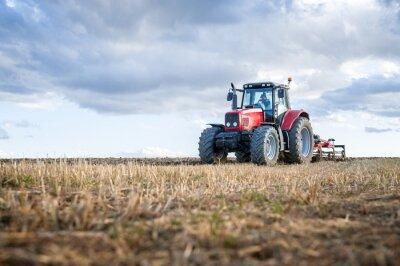 Cuadro Maquinaria agrícola en primer plano realizar el trabajo en el campo.
