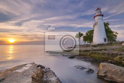 Marblehead faro en el lago Erie, EE.UU. al amanecer