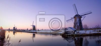 Molino de viento amanecer en los Países Bajos
