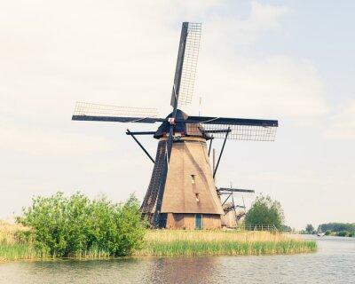 Cuadro molino de viento tradicional en Países Bajos