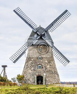 Molino medieval cerca de Cesis, Letonia