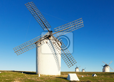 Molinos de viento durante el día. Campo de Criptana